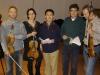 Xiaoyong Chen im Kreise der Musiker